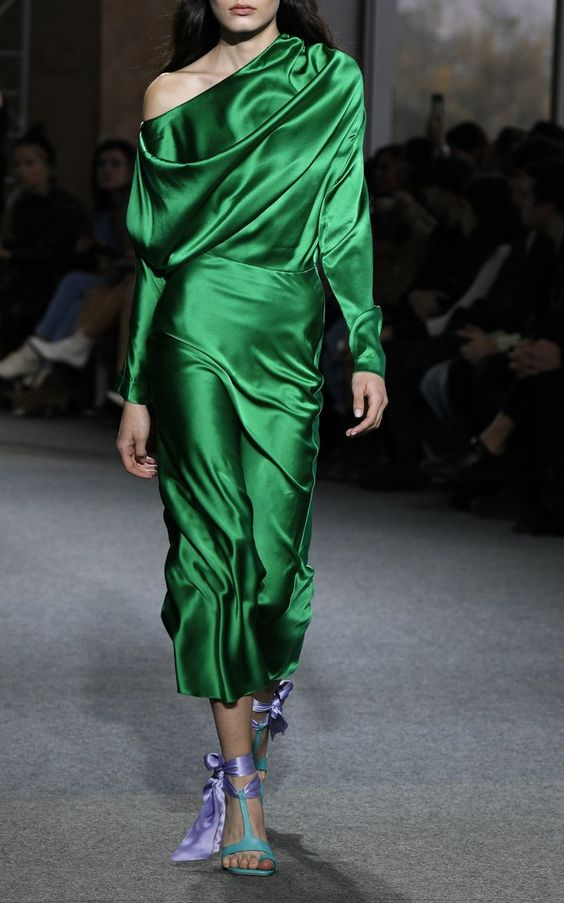 what to wear with emerald green dress