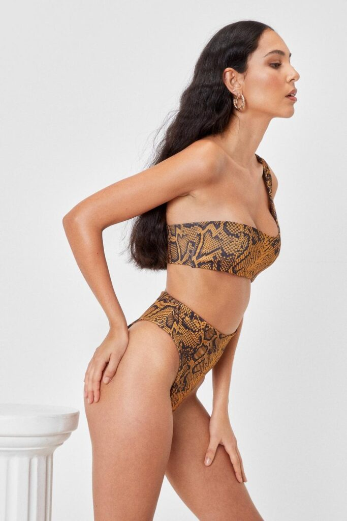 Best swimsuits for hourglass body shape